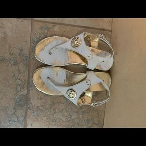 Micheal Kors Shelby 2DD white sandal, used